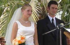 BenNichelle_vows.jpg (104153 bytes)